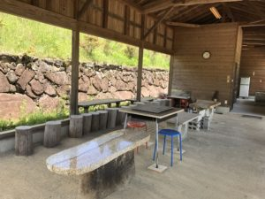 蛭川産の御影石製のテーブル。ちょっと贅沢な仕様です!